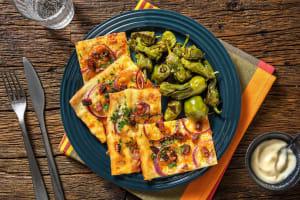 Spanisher Flammkuchen mit Chorizo & Pimientos image