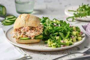 Pain garni d'une salade de saumon maison image