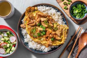Oyakodon avec une omelette au poulet et oignon nouveau image