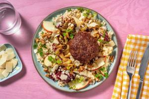 Burger de bœuf Limousin et salade de couscous perlé avec du fenouil image