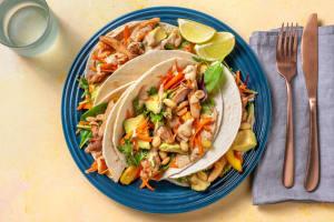 Asiatische Tacos mit Hähnchen & Avocado image