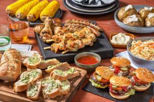 BBQ box met garnalenspies, hamburger, kipdrumsticks en een boerenworst image