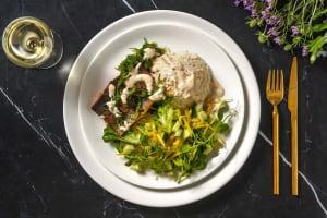 Truite rouge grillée, salade d'algues et riz image