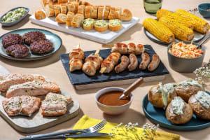 BBQ box met zalmpakketje, kipsaté, worst en Duitse biefstuk image