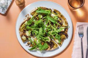 Pizza sur pain plat au pesto et aux champignons image