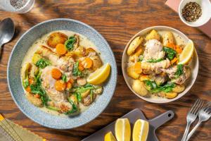 Pilons de poulet, sauce à la crème, épinards et carottes image