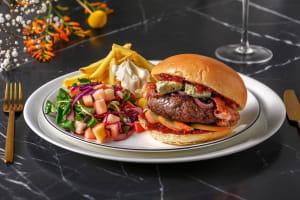 Wildzwijnburger met ovenfrietjes en kool-appelsalade image
