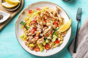 Salade grecque avec émincés de poulet et couscous perlé image