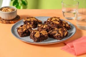 Brownies met stroopwafelkruimels en gebrande amandelen image