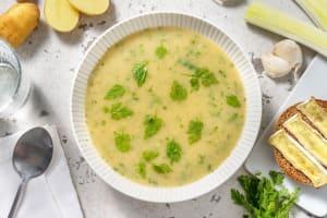 Soupe de cerfeuil, pommes de terre et poireau image