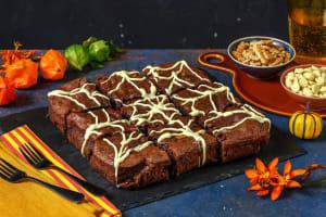 Brownies toiles d'araignées au chocolat blanc et noisettes image