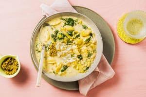 Frisse soep met verse conchiglie en pesto image