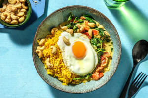 Curry d'épinards à la noix de coco avec du riz jaune image