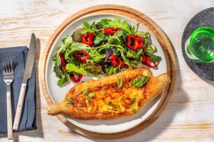 Margherita Pizzaschiff mit Salat image
