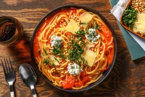 One-Pot-Spaghetti mit würziger Tomatensoße image