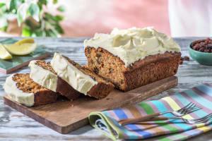 Cake à la carotte nappé de fromage crémeux image