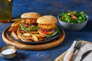 Kip-cheeseburgers met zoete rode ui image