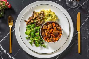 Hertenpeper met aardappelpuree en paddenstoelen image