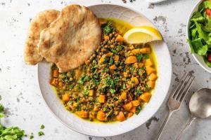 Dahl de lentilles, patate douce et épinards image