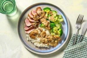 Filet mignon de porc et sauce crémeuse aux champignons image