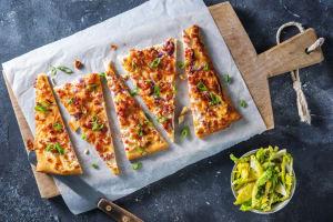 Flammkuchen mit Bacon und Honig image