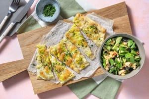 Flammkuchen mit Porree und Mozzarella image
