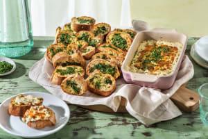 Gegrillter Käse-Zwiebel-Dip mit Knoblauchbrot image
