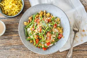 Kruidige tofu met rijst, groenten en pindasaus image