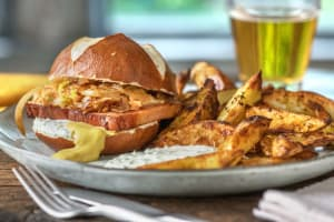 Leberkäse-Burger mit Schmorzwiebeln image