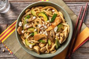 Nouilles udon au poulet, sauce sucrée et noix de cajou image