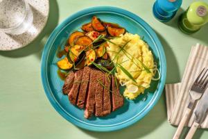 Pikant mariniertes Rindersteak mit Zucchinigemüse image