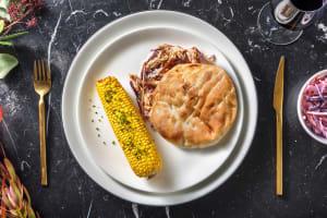 Pulled chicken met coleslaw en maiskolf image