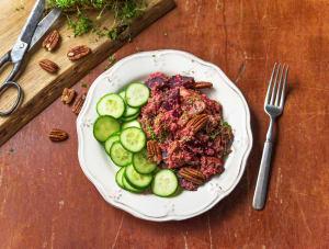 Quinoa met rode biet, komkommer en pecannoten image