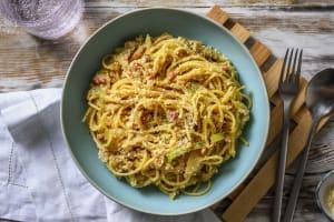 Romige pasta met spek en ei image