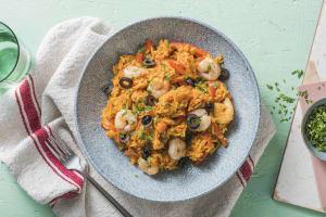 Spaanse rijstschotel met garnalen image