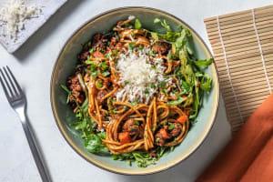Spaghetti, chair à saucisse poêlée & tapenade image