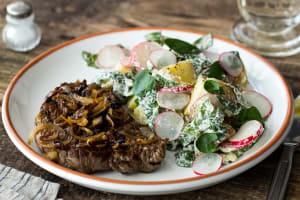"""Steak mit """"Wir-Wollen-Sommer"""" Kartoffelsalat image"""