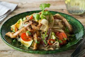 Thai-Street Food: Reisnudel-Bratpfanne image