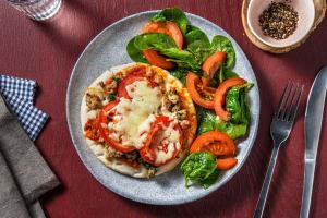 Focaccia toast met kipgehakt en gegratineerde kaas image