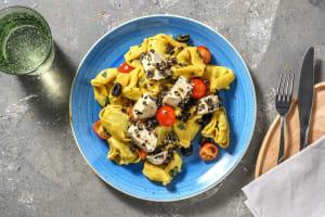Frischer Tortellini-Salat getoppt mit Mozzarella image