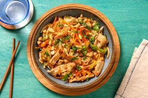 Wok de nouilles udon aux émincés de porc image