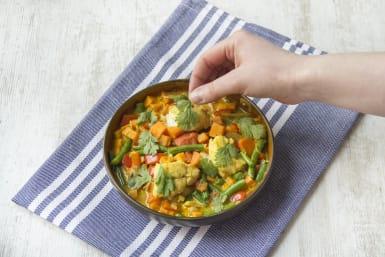 Verdeel de curry over de borden