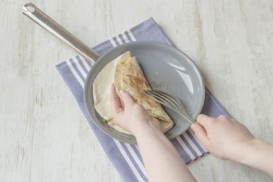 Zweite Tortilla hinzugeben und umklappen