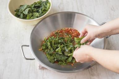 Voeg de spinazie aan de pan toe