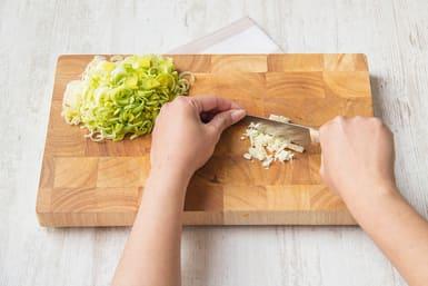 Chop the leek and garlic