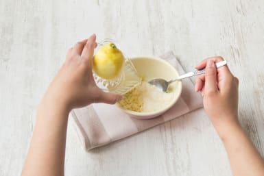 Mix mit Zitronensaft vermischen
