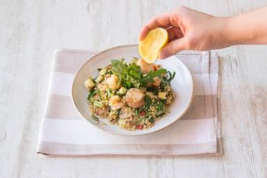 Verdeel het gerecht over de borden en serveer