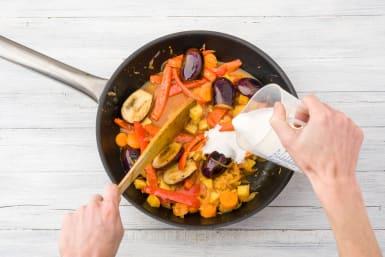 Gemüse mit Kokosmilch ablöschen
