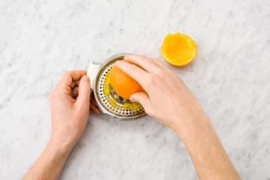 Pers de sinaasappelen uit.