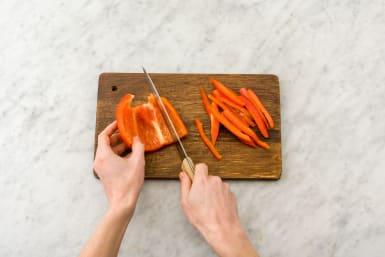 Finley slice the red capsicum